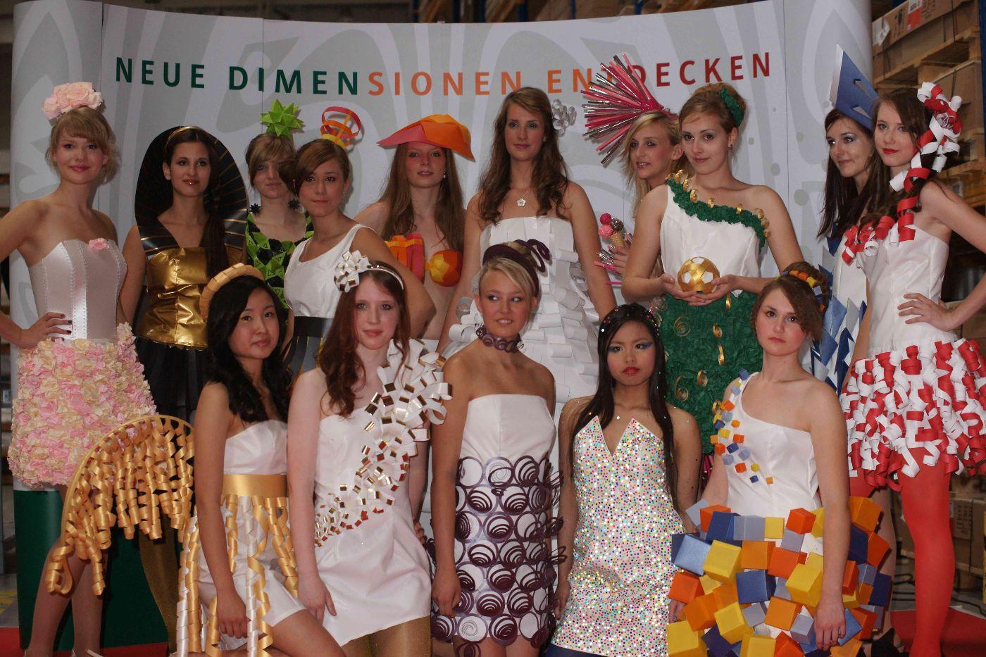 Papierkleider schule f r mode und design for Mode und bekleidung schule frankfurt